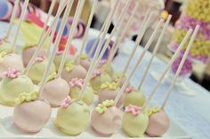Juno's Naming Day & Pou's 3rd Birthday // Photography by Eva Kourou // Cake pops made by Rena Oikonomou // Dessert Table
