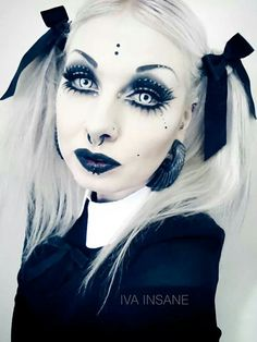 Gothic look. Goth Makeup, Dark Makeup, Goth Beauty, Dark Beauty, Dark Fashion, Gothic Fashion, Steam Punk, Emo, Everyday Make Up