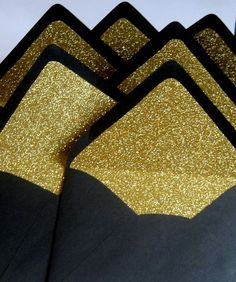 Black Gold Party gatsby party - Gatsby Party Decorating Ideas and inspiration Glitter Party, Gold Glitter, Glitter Liner, Black Envelopes, Glitter Invitations, Invitation Envelopes, Birthday Invitations, Deco Buffet, Invitations