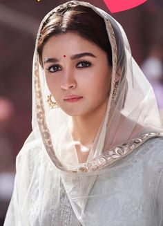 Most Beautiful Alia Bhatt Photos, Images Beautiful Bollywood Actress, Most Beautiful Indian Actress, Bollywood Celebrities, Bollywood Fashion, Indian Celebrities, Alia Bhatt Varun Dhawan, Alia Bhatt Photoshoot, Alia And Varun, Dreams