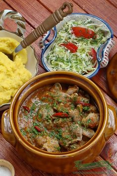 Tocanita can be made from chicken, pork, but also from the heart . Soup Recipes, Diet Recipes, Cooking Recipes, Romanian Food Traditional, Romania Food, Hungarian Recipes, Romanian Recipes, No Cook Meals, Soul Food