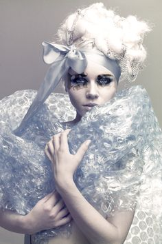 Beautiful colorful pictures and Gifs: Vampiros Make Up Inspiration, Fashion Inspiration, Ice Queen, Snow Queen, Portraits, Bubble Wrap, Model Photographers, Colorful Pictures, Beauty Routines