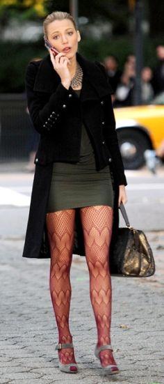 Blake Lively in red patterned tights || FireHosiery - Leaders in Legwear Fashion - firehosiery.com