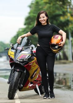 Image may contain: 1 person, smiling, motorcycle and outdoor Female Motorcycle Riders, Womens Motorcycle Helmets, Motorcycle Bike, Motorcycle Types, Motorcycle Girls, Biker Boys, Biker Girl, Vespa Bike, Bicycle