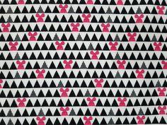 Tela de franela de ratones y triángulos sobre fondo blanco. Algodón 100%. Es una tela japonesa diseño de Kokka. Envío en 48h desde España. Gratis desde 50€ de compra