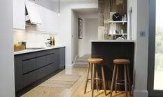 Handleless Charcoal Gloss Kitchen image 1