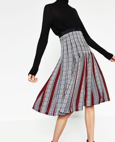 Image 2 of PRINTED ACCORDION-PLEAT MID-LENGTH SKIRT from Zara
