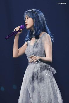 """On November IU held her 2019 Tour Concert in Seoul where she remembered her late friend Sulli by dedicating the song """"Love Poem"""" for her. Iu Twitter, Sulli Choi, Idole, Art Anime, Iu Fashion, Stage Outfits, Kpop Outfits, Korean Outfits, Korean Celebrities"""