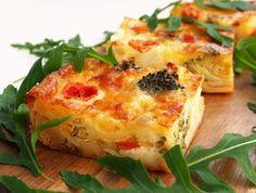Feta-parsakaalipiirakka, pellillinen Ketogenic Recipes, Diet Recipes, Cooking Recipes, Healthy Recipes, Good Food, Yummy Food, Food Tasting, Healthy Cooking, Veggie Recipes
