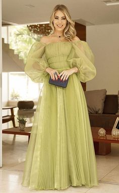 20 party dresses with puff sleeves - Party dress with puffed sleeves: check out 20 long models for bridesmaids, graduates and guests! Stylish Dress Designs, Stylish Dresses, Fashion Dresses, Modest Dresses, Royal Dresses, Quince Dresses, Dress Indian Style, Indian Designer Outfits, Formal Gowns