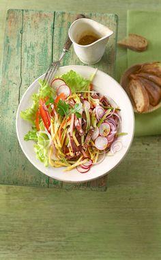 Sommer-Wurstsalat mit Gurke, Paprika und Radieschen