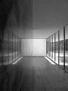 Ludwig Mies Van der Rohe mirroring the windows against a solid wall. Pavilion Architecture, Space Architecture, Architecture Details, Memorial Architecture, Bauhaus, Ludwig Mies Van Der Rohe, Minimalist Architecture, Japanese Architecture, Contemporary Architecture