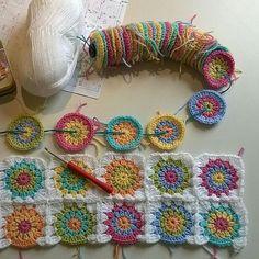 Transcendent Crochet a Solid Granny Square Ideas. Inconceivable Crochet a Solid Granny Square Ideas. Crochet Motifs, Granny Square Crochet Pattern, Crochet Flower Patterns, Afghan Crochet Patterns, Crochet Squares, Crochet Granny, Crochet Designs, Crochet Flowers, Crochet Stitches