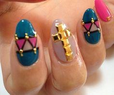 diseño de uñas con cruz
