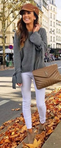 Fall Looks : Picture Description women's gray crew-neck long-sleeve top, white leggings, gray ankle boots Mode Outfits, Trendy Outfits, Fashion Outfits, Womens Fashion, Jeans Fashion, Leggings Fashion, Fall Winter Outfits, Autumn Winter Fashion, Fashion Fashion