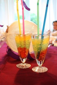 Lizas matverden-hverdag, fest og moro: Morsom gelé drikke til barnebursdag eller andre festligheter Flute, Birthday Parties, Birthday Ideas, Martini, Champagne, Birthdays, Snacks, Tableware, Glass