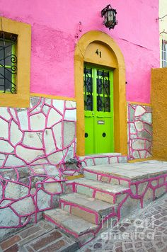 Guanajuato, Mexico wow! lime green and LOOK at that pink grout! (how can you not!!)