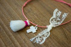 Μαρτυρικά 50τεμ MRL-001  Χειροποίητα μαρτυρικά βραχιολάκια με σταυρό από φίλντισι, λευκή φουντίτσα και φιογκάκι από δαντέλα, σε έναν αρμονικό συνδυασμό με κοραλί κορδόνι. Drop Earrings, Jewelry, Fashion, Jewellery Making, Moda, Jewels, Fashion Styles, Jewlery, Jewerly