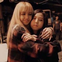 Lisa Lalisa Manoban and Kim Jisoo -- Lisoo couple is Real Blackpink LISA and Jisoo Lisa Blackpink [lalalalisa_m] Kim Jennie, Jenny Kim, Kpop Girl Groups, Korean Girl Groups, Kpop Girls, Blackpink Jisoo, Yg Entertainment, Forever Young, Wattpad