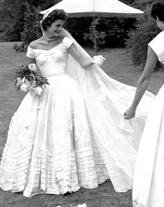 14 Hidden Details On Jackie Kennedy's Wedding Dress You Didn't Know About . 14 Hidden Details On Jackie Kennedy's Wedding Dress You Didn't Know About – Page 5 – Out This Couple's Modern and Glamorous Wedding Celebration Jackie Kennedy Wedding, Jackie Kennedy Style, Jacqueline Kennedy Onassis, Celebrity Wedding Dresses, Designer Wedding Dresses, Celebrity Weddings, Famous Wedding Dresses, How To Dress For A Wedding, One Shoulder Wedding Dress