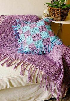 Decken häkeln auf couch resized | Traumhaftes Schlafzimmer ...