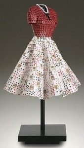 Dress sculpture di John Petrey con carte da poker