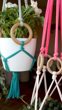 16 DIY Easy Boho Crafts for Your Boho Chic Room Whether you're a teen or in your boho style is super popular for a good reason! Here's a round-up of 16 awesome and easier DIY bohemian crafts t. Bohemian Crafts, Hippie Crafts, Bohemian Art, Pot Mason Diy, Mason Jar Crafts, Hanging Pots, Diy Hanging, Hanging Herbs, Hanging Fabric
