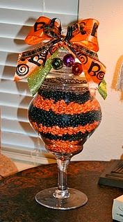 Halloween Table Decoration - Dye, and layer beans - Add a bow... Who knew? #halloween