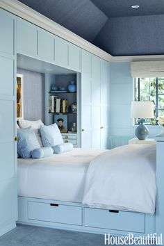The soft shade of blue can enhance your mood every time you wake up or get into your bedroom. The dark shade of blue can make your bedroom serene and peaceful. Read Beautiful Blue Bedroom Ideas 2020 (You Shouldn't Miss) Bedroom Built Ins, Built In Bed, Small Master Bedroom, Blue Bedroom, Closet Bedroom, Bedroom Colors, Bedroom Decor, Bedroom Ideas, Bed In Closet