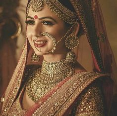 Best hair accessories for brides you can use in weddings. Look fabulous and charming with these bridal hair accessories. Indian Bridal Makeup, Bridal Makeup Looks, Indian Bridal Fashion, Indian Wedding Jewelry, Indian Wedding Outfits, Bridal Outfits, Indian Jewelry, Bridal Jewelry, Bridal Dresses