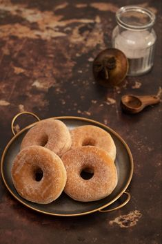 beignets au four Donut Recipes, Gourmet Recipes, Sweet Recipes, Beignet Nutella, Cinnamon Roll Bread, Ricardo Recipe, French Crepes, Yummy Veggie, Ice Cake