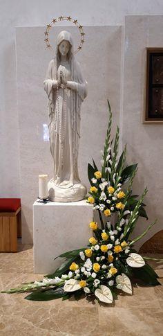 Church Flower Arrangements, Floral Arrangements, Jesus Christ Images, Ikebana, Flower Crown, Flower Decorations, Wedding Bouquets, Wallpaper, Contemporary Flower Arrangements