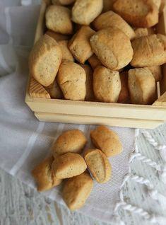 Pandesal, Crackers, Brunch, Food And Drink, Bread, Cookies, Vegetables, Breakfast, Cake