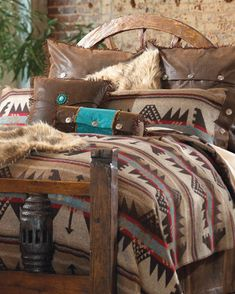 Love the turquoise pillow