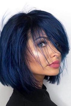 Latest trend in hair: Are you ready for navy blue hair? The popularity of navy blue hair is increasing! We are used to blue hair, pink, what about navy blue? Bangs With Medium Hair, Medium Hair Styles, Short Hair Styles, Short Bangs, Medium Black Hair, Black Hair Bob, Short Pixie, Short Cuts, Hairstyles With Bangs