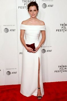 Emma Watson never fails to stun. This time she wore a white off-the-shoulder gown with a high slit. Watson amped up the look with a blood velvet clutch black strappy heels an assortment of rings asymmetrical earrings and just the daintiest choker. Latest Celebrity Gossip, Celebrity Style, Vestidos Emma Watson, Emma Watson Red Carpet, Emma Watson Style, Emma Watson Gown, Emma Watson Fashion, Emma Watson Outfits, Off Shoulder Outfits