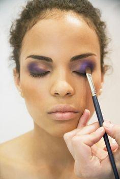 Round eye shadow brush from RC Cosmetics under $10