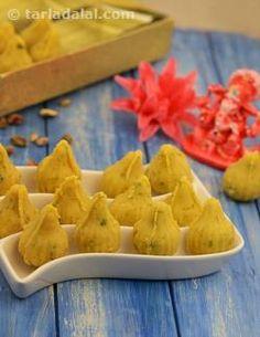Mawa Modak, Khoya Modak Recipe, How to make Modak. Indian Desserts, Indian Sweets, Indian Dishes, Indian Food Recipes, Indian Snacks, Modak Recipe, Recipe Recipe, Recipe Ideas, Maharashtrian Recipes