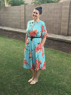 Free Womens Sewing Pattern: The Perfect Lounge Dress. This PDF sewing pattern is a simple beginner-friendly knit nightgown/housedress that is perfect for lounging, carpools, sleeping or recovering from having a baby! Includes optional nursing-friendly s Easy Sewing Patterns, Clothing Patterns, Dress Patterns, Vogue Patterns, Vintage Patterns, Vintage Sewing, Sewing Paterns, Cowl Patterns, Nightgown Pattern
