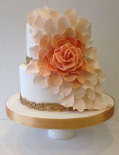 Tartas de boda en forma de flor: fotos ideas originales - Tarta de boda chic con flores