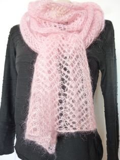 Ravelry: Douceur rose pattern by Katia Briant Crotchet Patterns, Shawl Patterns, Lace Patterns, Knitting Patterns, Crochet Round, Knit Crochet, Knitted Slippers, Lace Scarf, Crochet Hook Sizes