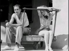 """Young Warner Brothers stars Errol Flynn and Olivia de Havilland on break from filming """"Captain Blood"""" - 1935 Hollywood Bowl, Golden Age Of Hollywood, Vintage Hollywood, Classic Hollywood, Hollywood Stars, Errol Flynn, Tyler Durden, Olivia De Havilland, Vivien Leigh"""