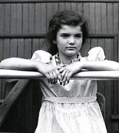 Jacqueline Lee Bouvier, the loveliest future First Lady of President John F. Kennedy and related to the family of Robert E. Jackie Kennedy, Jaqueline Kennedy, Les Kennedy, Lee Radziwill, Indira Ghandi, Familia Kennedy, John Junior, Estilo Real, John Fitzgerald
