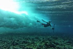 Freediving in Marshall Islands 🌊🌊 Pic 👉 Napoleon Hill, Transformers, Gopro Action, Marshall Islands, Whale, Beach House, Around The Worlds, Cabin, Vacation