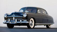 Automobile ancienne – Berline – Hudson Hornet – Jantes aluminium – Voiture noire