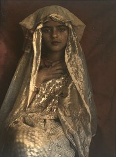 Amrita Sher-Gil photographed in autochrome by her father Umrao Singh Sher-Gil in 1924 (x).