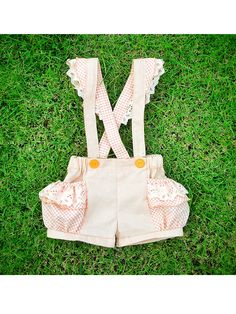 Girlie ruffles bubble shorts with suspenders