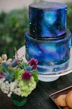 Perfeito também para a temática espacial, este bolo foi inspirado na temática do Peter Pan!