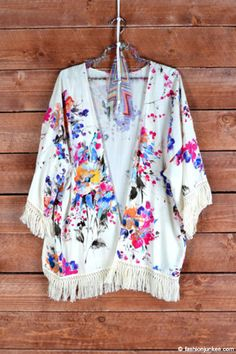DEAL OF THE DAY! Gorgeous Vintage Inspired Bohemian Floral Fringe Kimono Cardigan-Off White Ivory