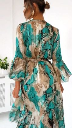 Anya Printed Floaty Maxi Dress at ikrush Elegant Outfit, Classy Dress, Classy Outfits, Elegant Dresses, Casual Dresses, Summer Dresses, Satin Dresses, Silk Dress, The Dress